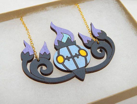 Collar de madera del corte del Laser de Chandelure Pokemon