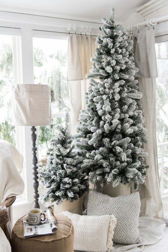 Simple Farmhouse Christmas decor in the sunroom