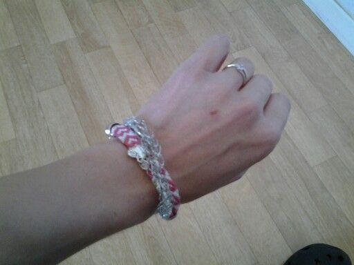 Tricotin brésilien!  Les bracelets brésiliens c'est toute mon enfance lol merci pour ce flash back! Ma fille apprevie de pouvoir le porter grâce au système d'accroche