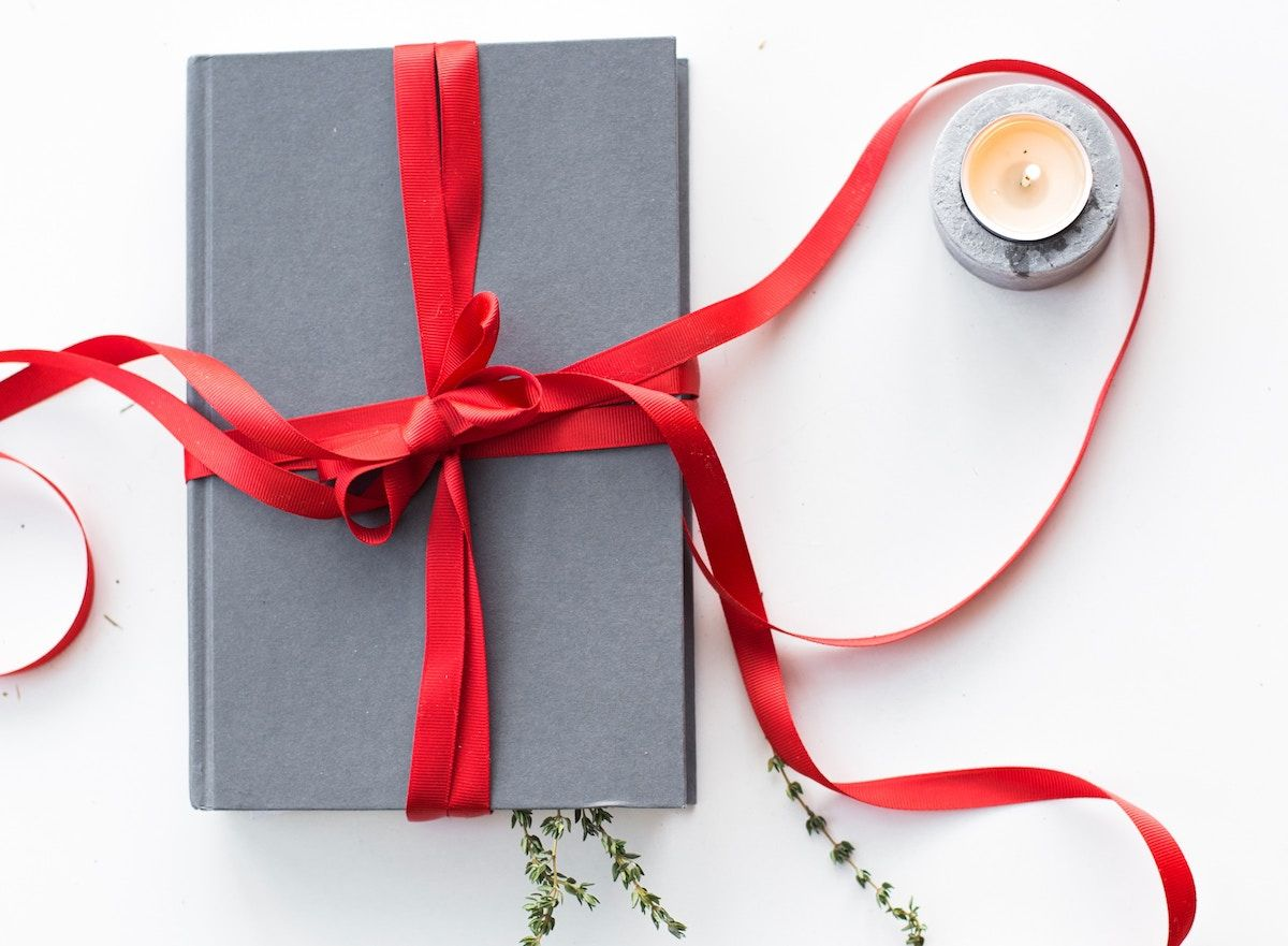 10 Nifty Gift Books For Everyone On Your List Eco Friendly Gift Wrapping Holiday Gift Wrap Book Gifts