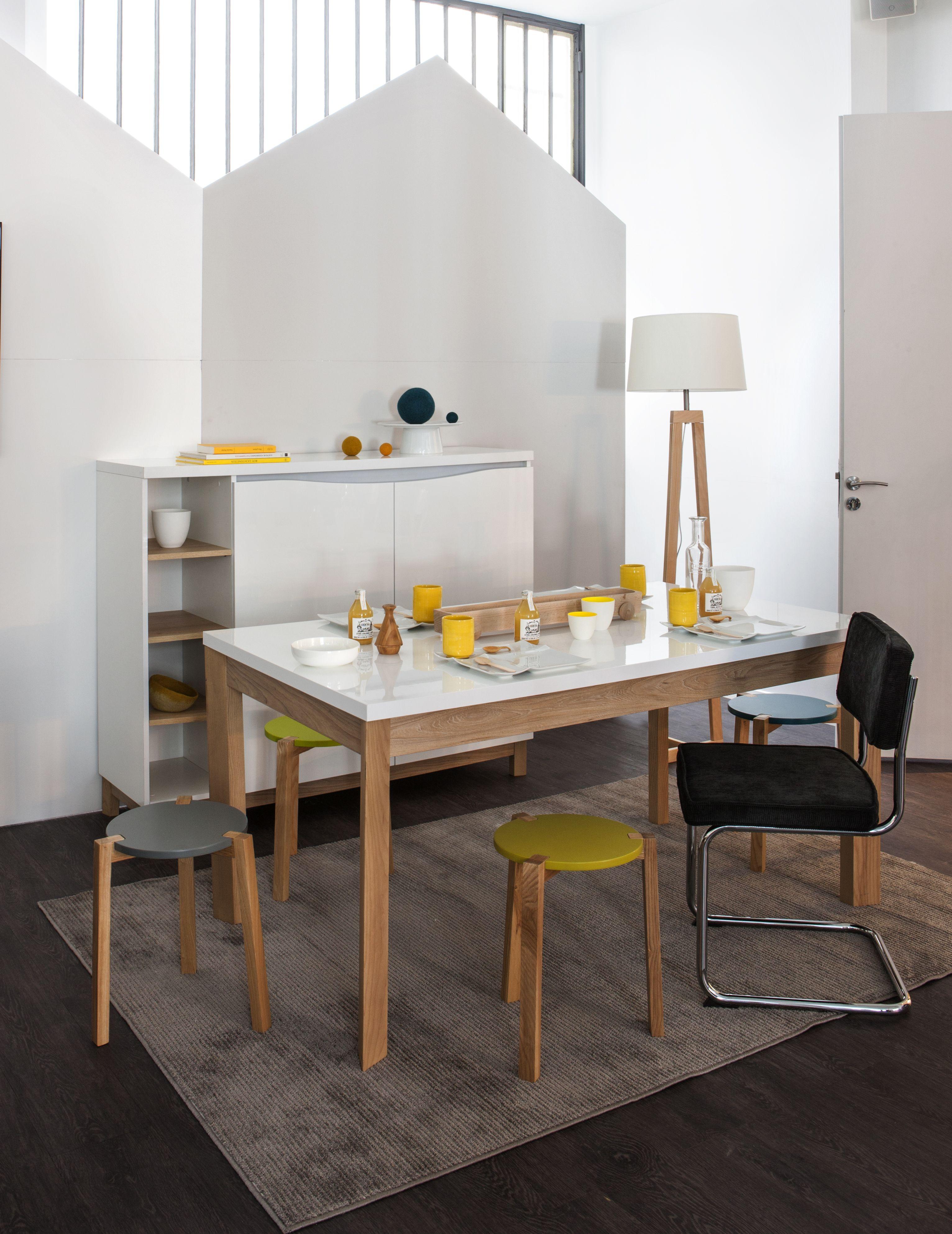 Table rectangulaire en bois clair chaises scandinaves et suspension - Ambiance D Co Scandinave Table Et Commode Almera Tabouret Couleur Et Bois Romeo Chaise