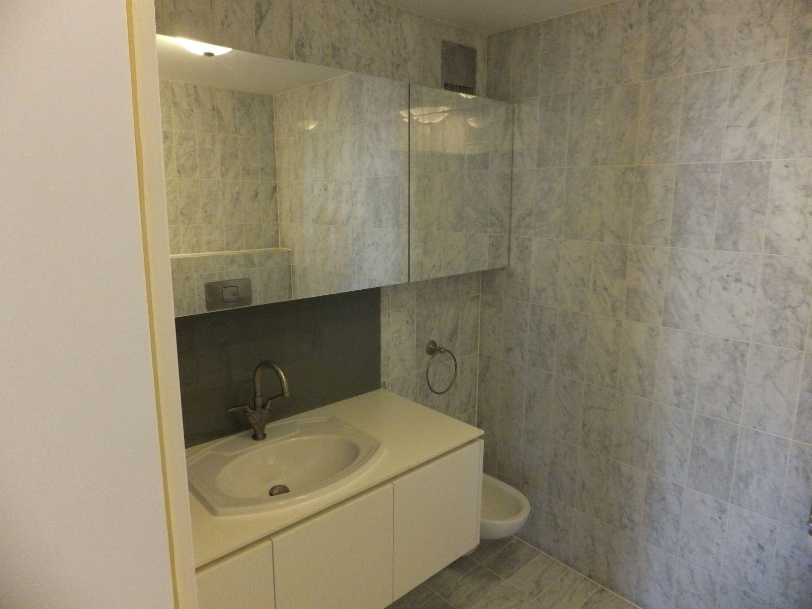 Bathroom Munich, white, stone bath, www.schreinereiwuerzburger.de