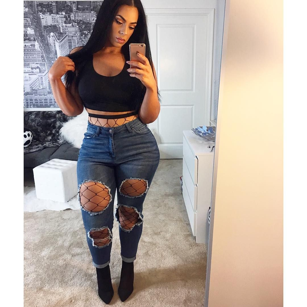 voyeur-girl-thick-and-pretty-in-sexy-outfits-photos-male