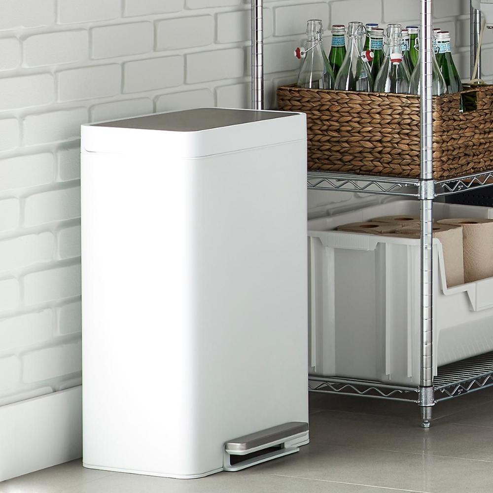 Download Wallpaper White Kitchen Trash Can