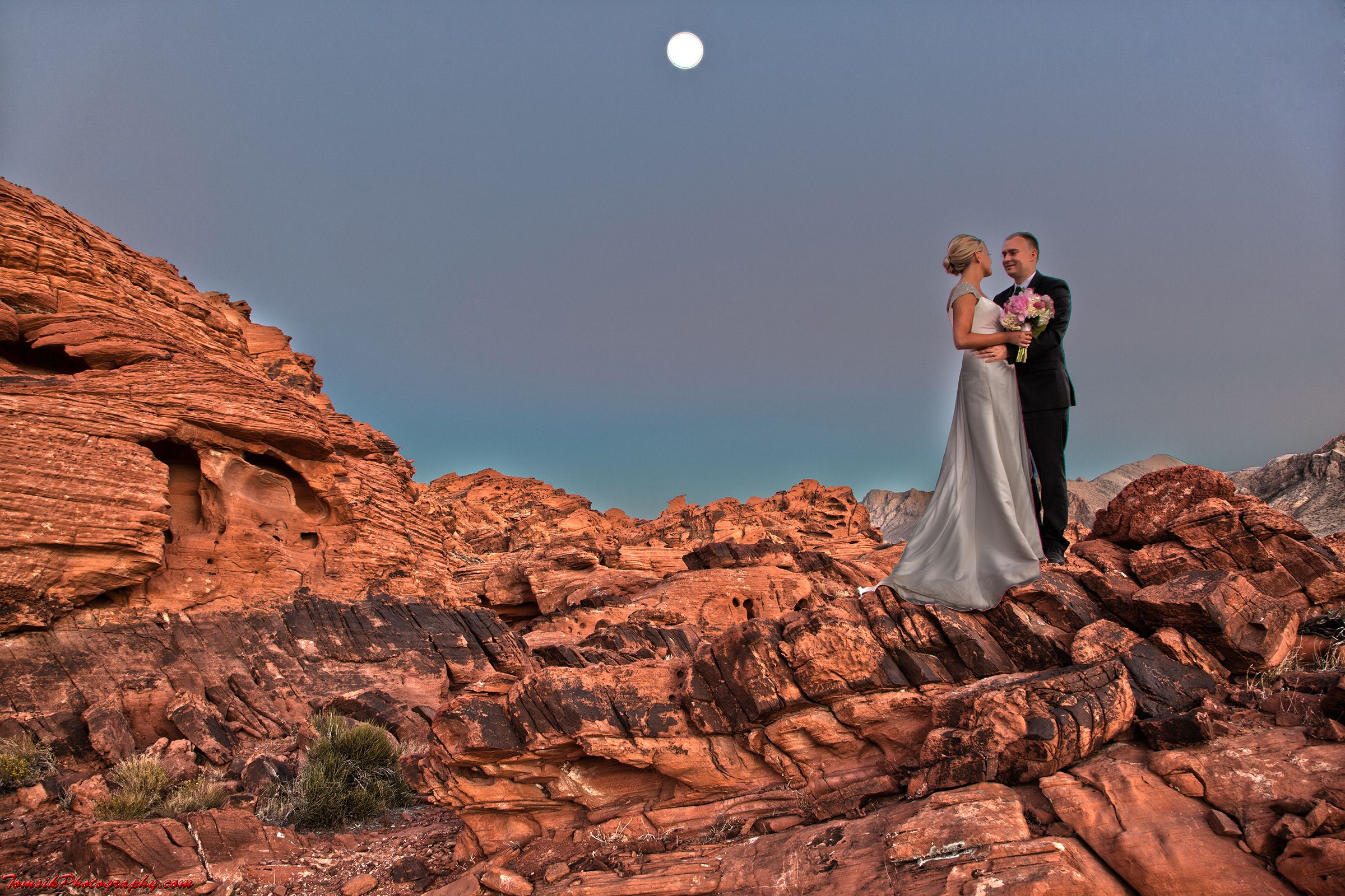 Valley of Fire Wedding Couple in HDR  http://www.sceniclasvegasweddings.com/