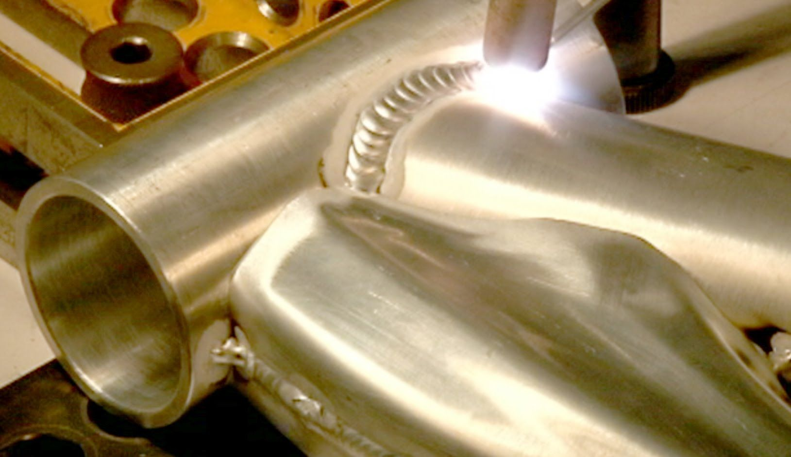 This video shows the details of how a highend aluminum