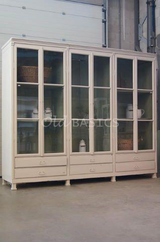 Vitrinekast 10034 - Prachtige brocante vitrinekast met in de deuren ...