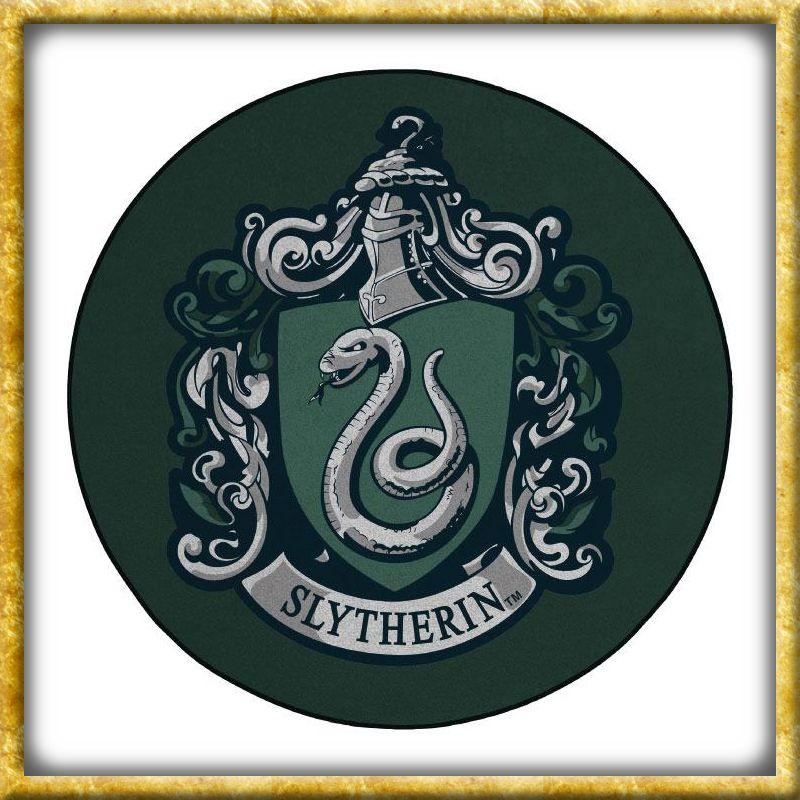 Qualitativ Hochwertiger Und Offiziell Lizenzierter Bodenteppich Harry Potter Der Schone Teppich Ist In Den Farben Und Dem Wappen Slytherin Potter Harry Potter