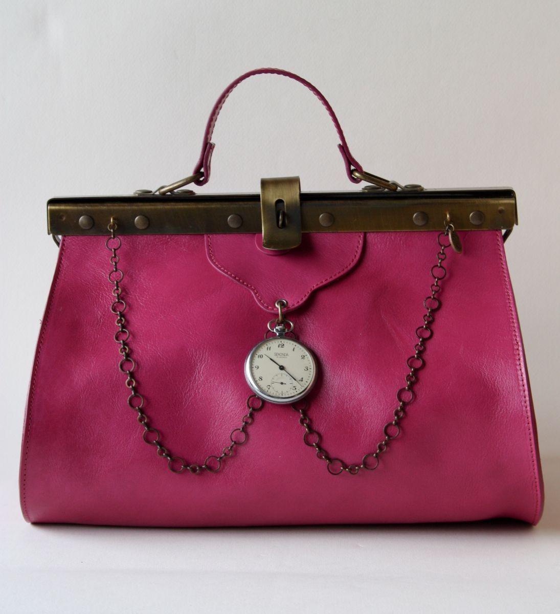f301002a60e3 Doctor clock bag by La Tilde