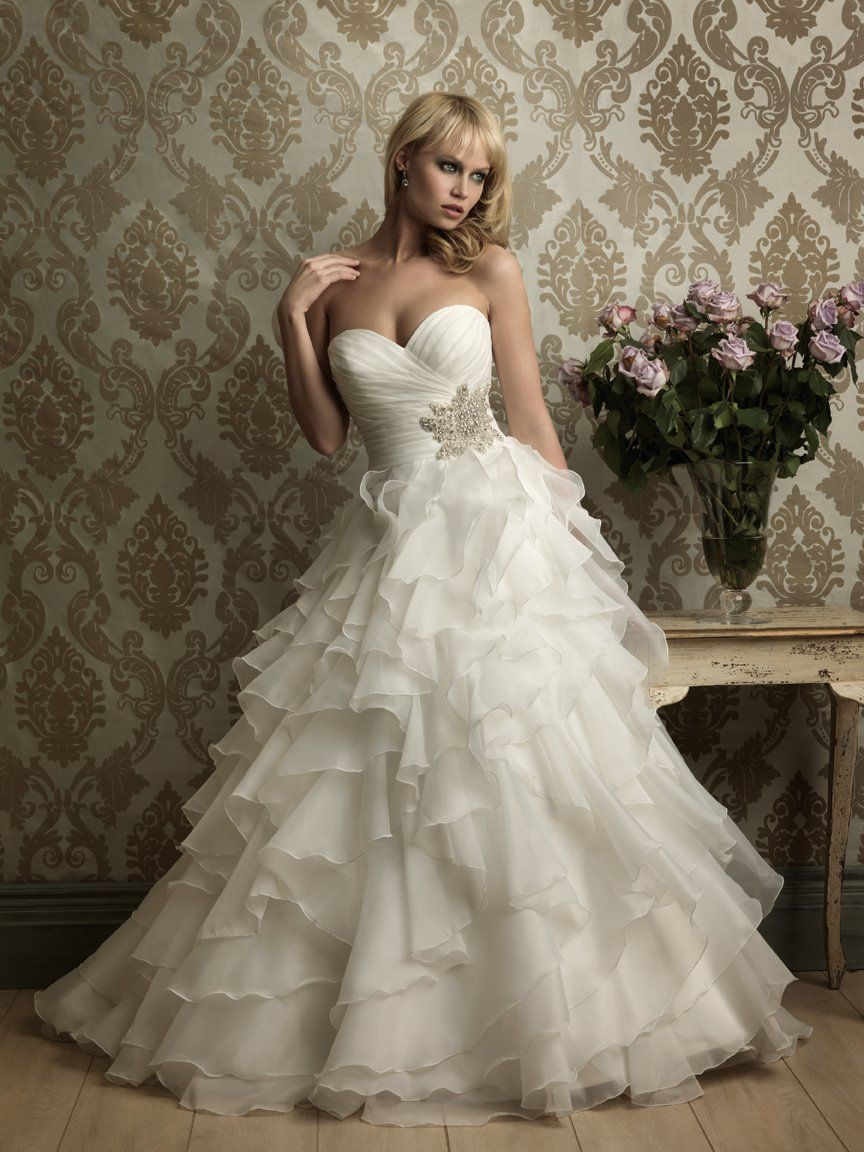 Never been onE for ball gowns but I do love this one. Romantic Ivory ...