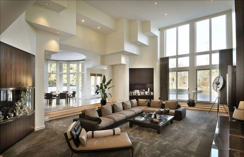 Modernes Wohnzimmer in Beige und Braun eingerichtet Wohnideen