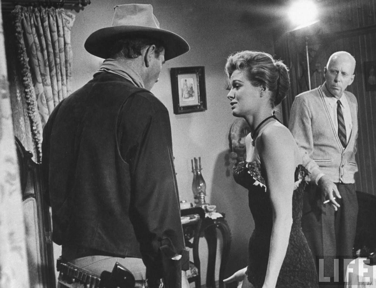 Howard Hawks coaching actress Angie Dickinson on set for Rio Bravo (1959).
