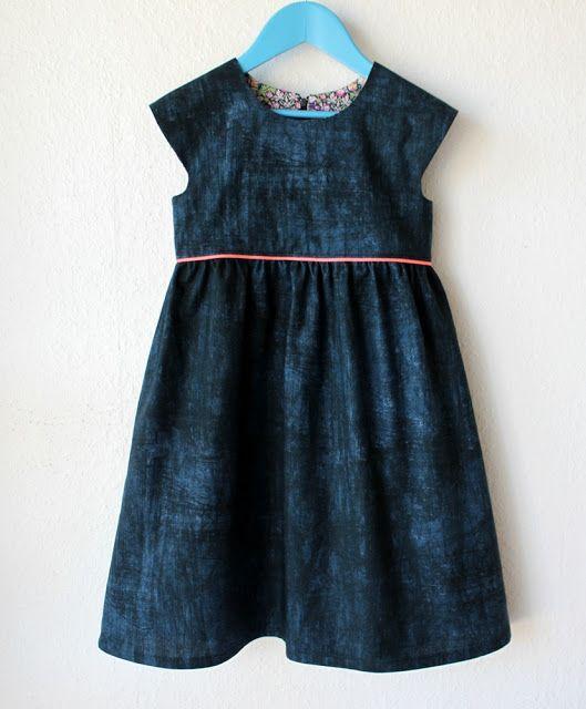 Groovybaby .... and mama: Geranium Dress - inserting a zipper / Geranium dress with zipper