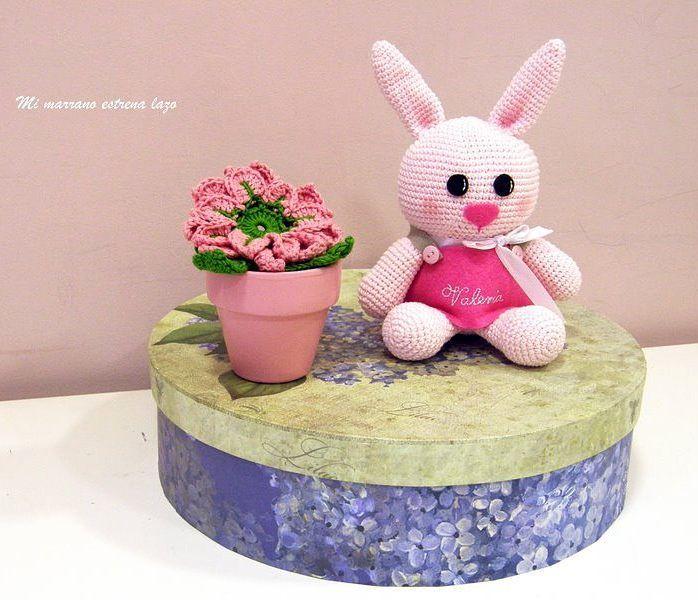Esta preciosa conejita ya esta con su dueña Valeria  #crocheting #crochetaddict #crochet #amigurumi #muñeco #lovely #regalo #tiendasbonitas by mimarranoestrenalazo