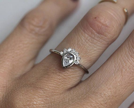 D//VVS1 1.3 ct Pear /& Round-Cut Crown Design Ring 14K Yellow Gold Over