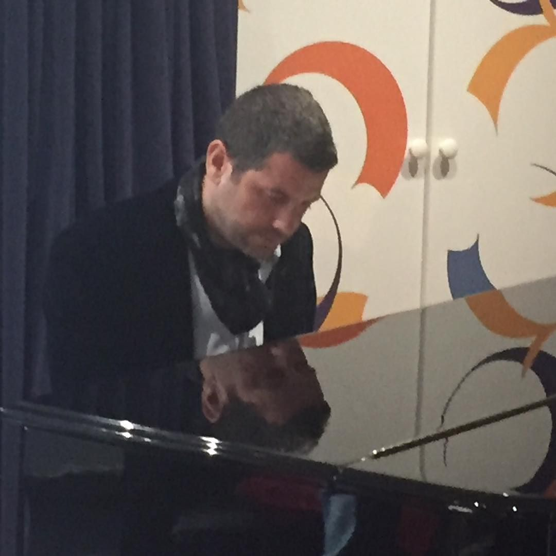 """""""@sebdivo warming up for our performance on @BBCRadio2...catch us online at 11:25...ish GMT http://tinyurl.com/ckbpfdy"""""""