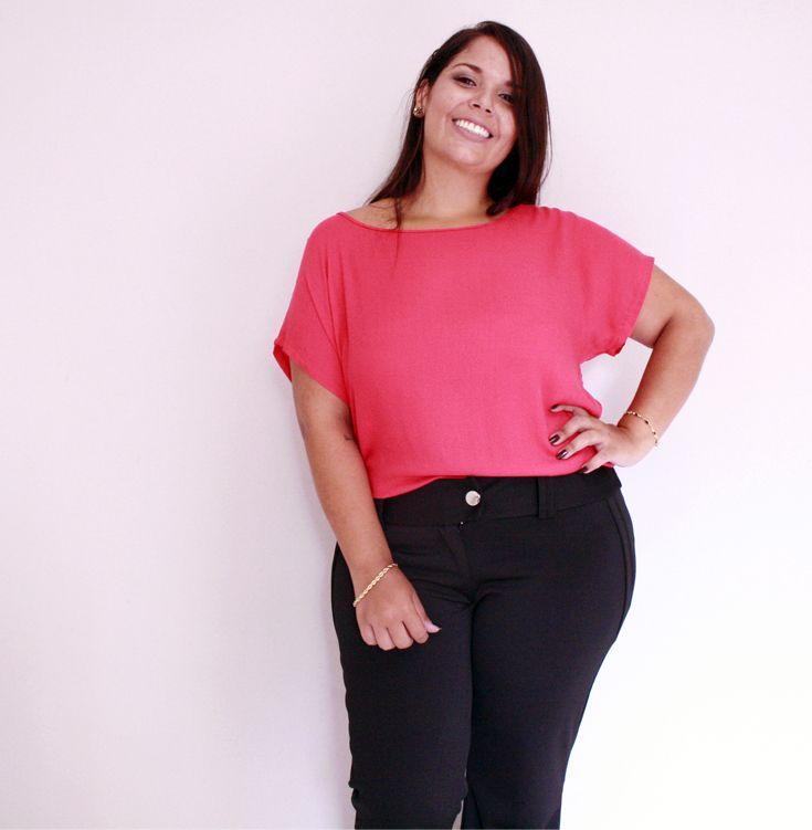 Look básico: Chic e elegante!  #inlove [Blusa vermelho-cereja plus size R$ 59,90 | Calça social flare R$ 128,90]