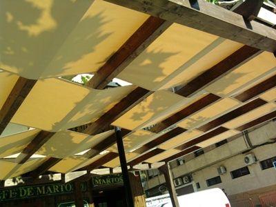 Pergolas con telas buscar con google resto p rgolas for Choza de jardin de madera techo plano