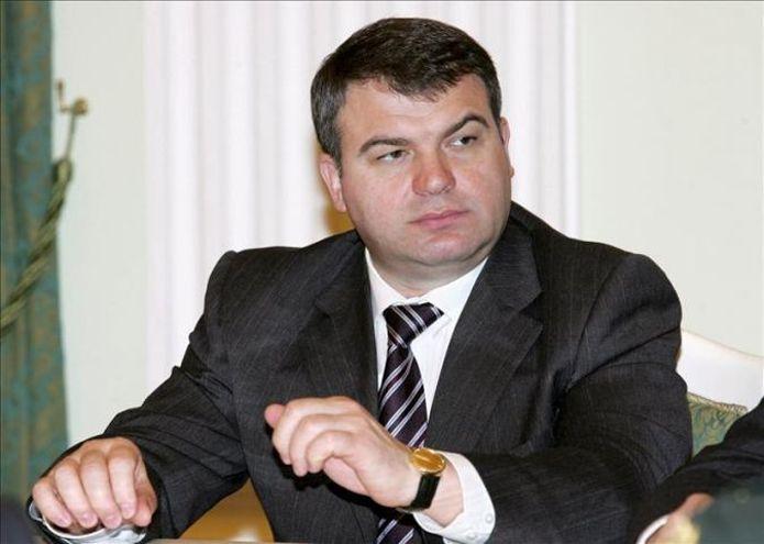 Putin destituye al ministro de Defensa vía @cerestv