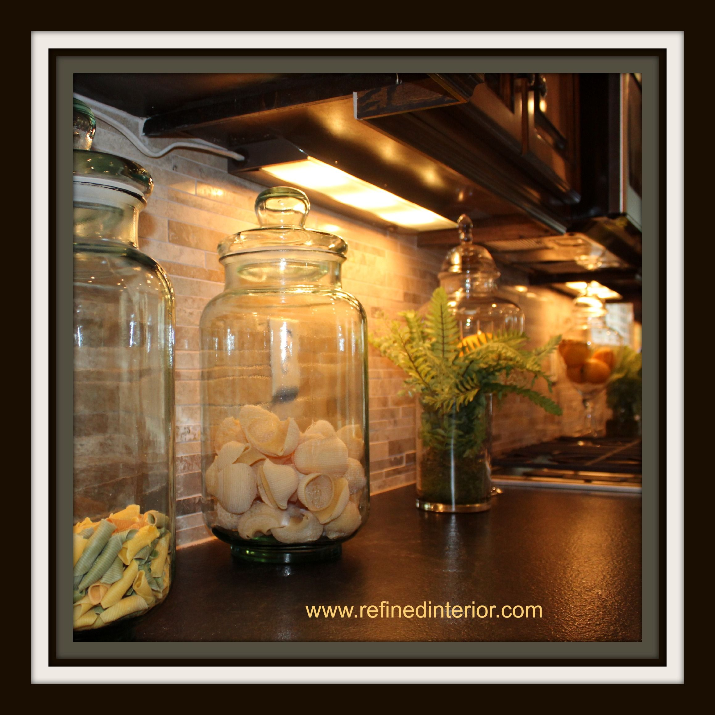 Staging Kitchen Counters: Vacant Home Staging, Accessorizing Kitchen Countertops