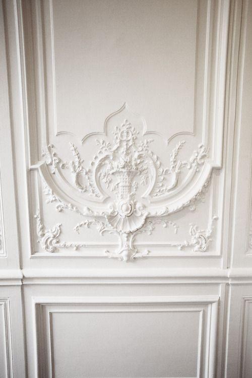 moulure white is white pinterest corniche blanc blanc et peintures murales. Black Bedroom Furniture Sets. Home Design Ideas