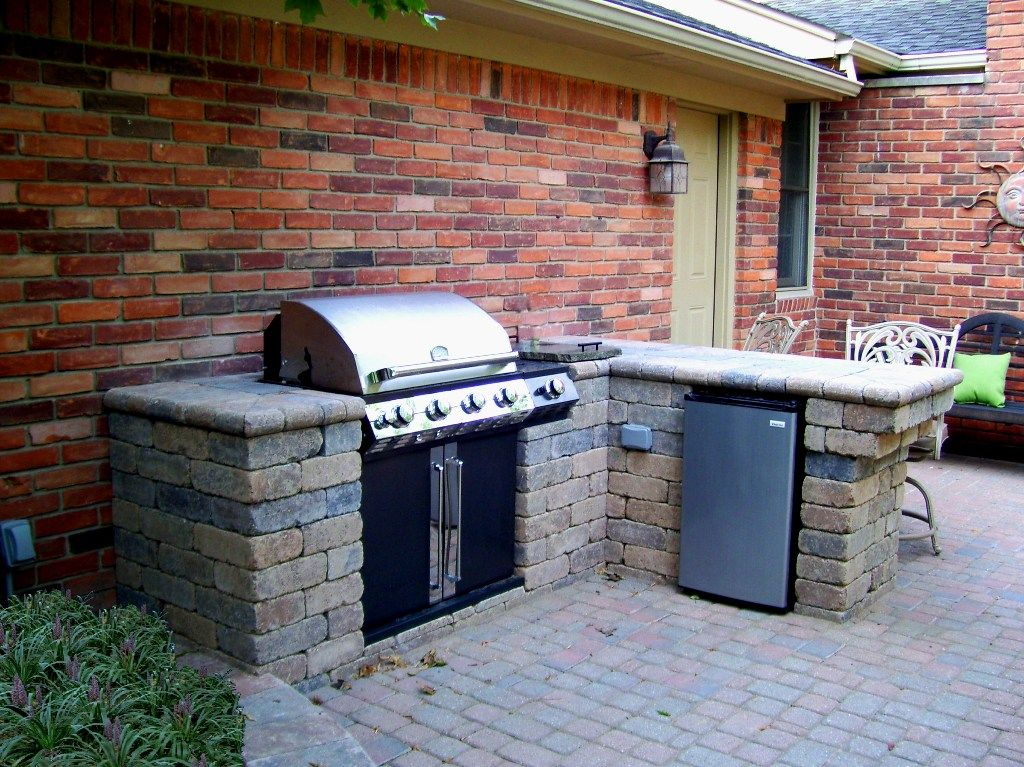 Why Choosing A Charcoal Gas Grill Combo Makes Sense Simple Outdoor Kitchen Backyard Remodel Pavers Backyard