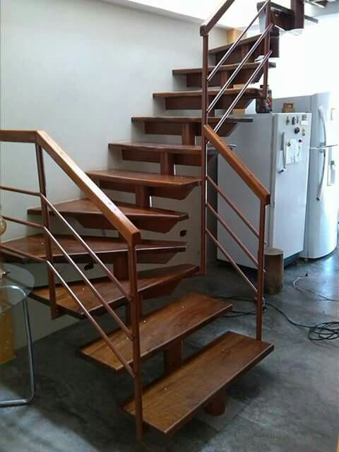 Escaleras De Madera Y Pasamanos De Hierro Wilmer