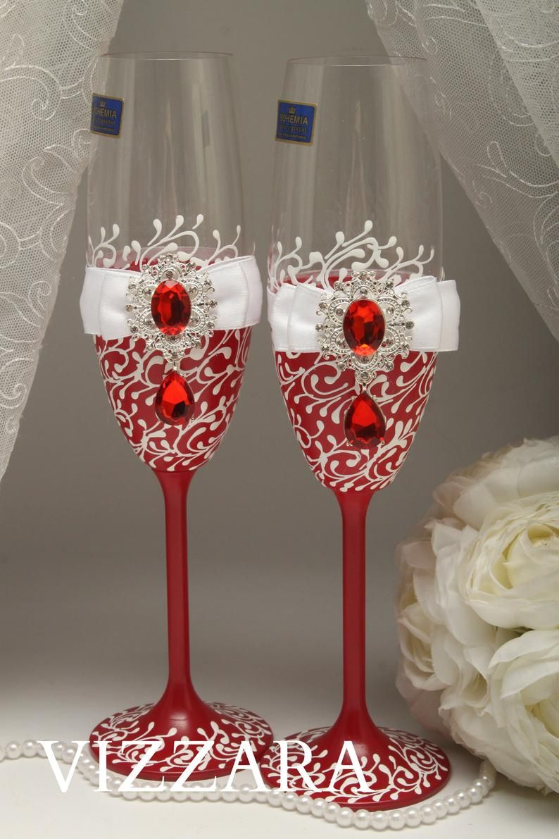 Champagne Glasses Red Wedding Personalized Champagne Glasses Red And White Wedding Champagne Glasses Wedding White And Red Wedding Red White In 2020 Wedding Champagne Glasses Wedding Wine Glasses Wedding Champagne Flutes