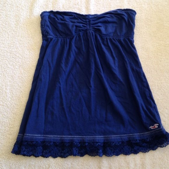 Great condition Hollister sleeveless shirt Super cute Hollister shirt has ties that can be tied around your neck or worn without ties perfect for summer Hollister Tops