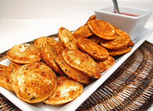 fried ravioli with marinara dipping sauce: AMAZING