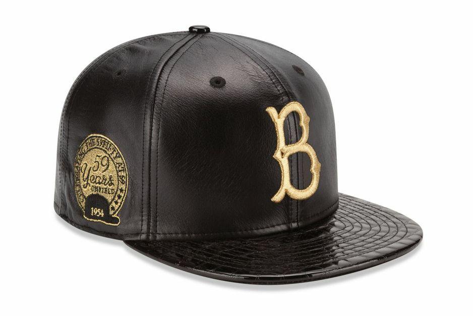 d2f1fdc91525d Esta gorra es negra y amarilla. Esta gorra es buena para jugar béisbol. Es  muy buena para llevar en tu tiempo libre. Puedes llevar esta gorra con los  ...