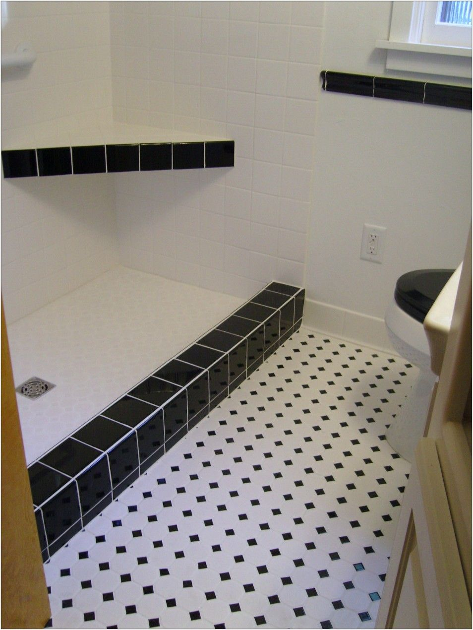 Bathroom tile patterns with a simple pattern tiling bathroom floor bathroom tile patterns with a simple pattern tiling bathroom floor black and white bathroom tile ideas doublecrazyfo Choice Image