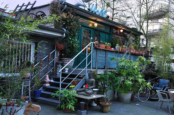 restaurant shabby chic d sseldorf backyard beauty and fantastic food been there. Black Bedroom Furniture Sets. Home Design Ideas