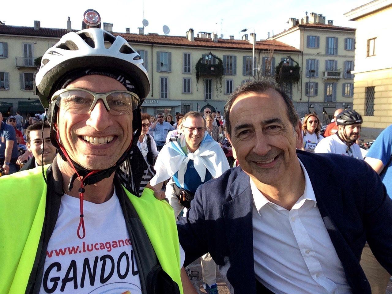 Luca Gandolfi con Beppe Sala alla biciclettata per #Milanociclabile #votaIDV #scriviGANDOLFI