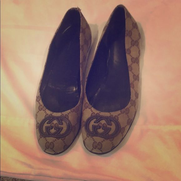 66d8ba63806 Vintage Gucci Flats. Classic Vintage Gucci pattern with logo. Gucci Shoes  Flats   Loafers