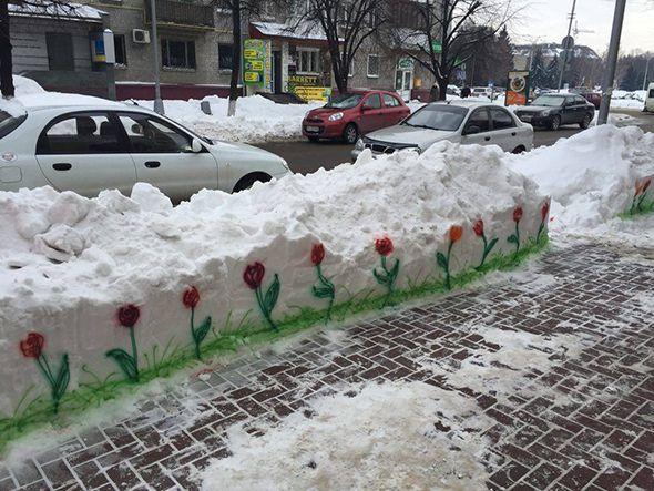 Flores pintadas en la nieve