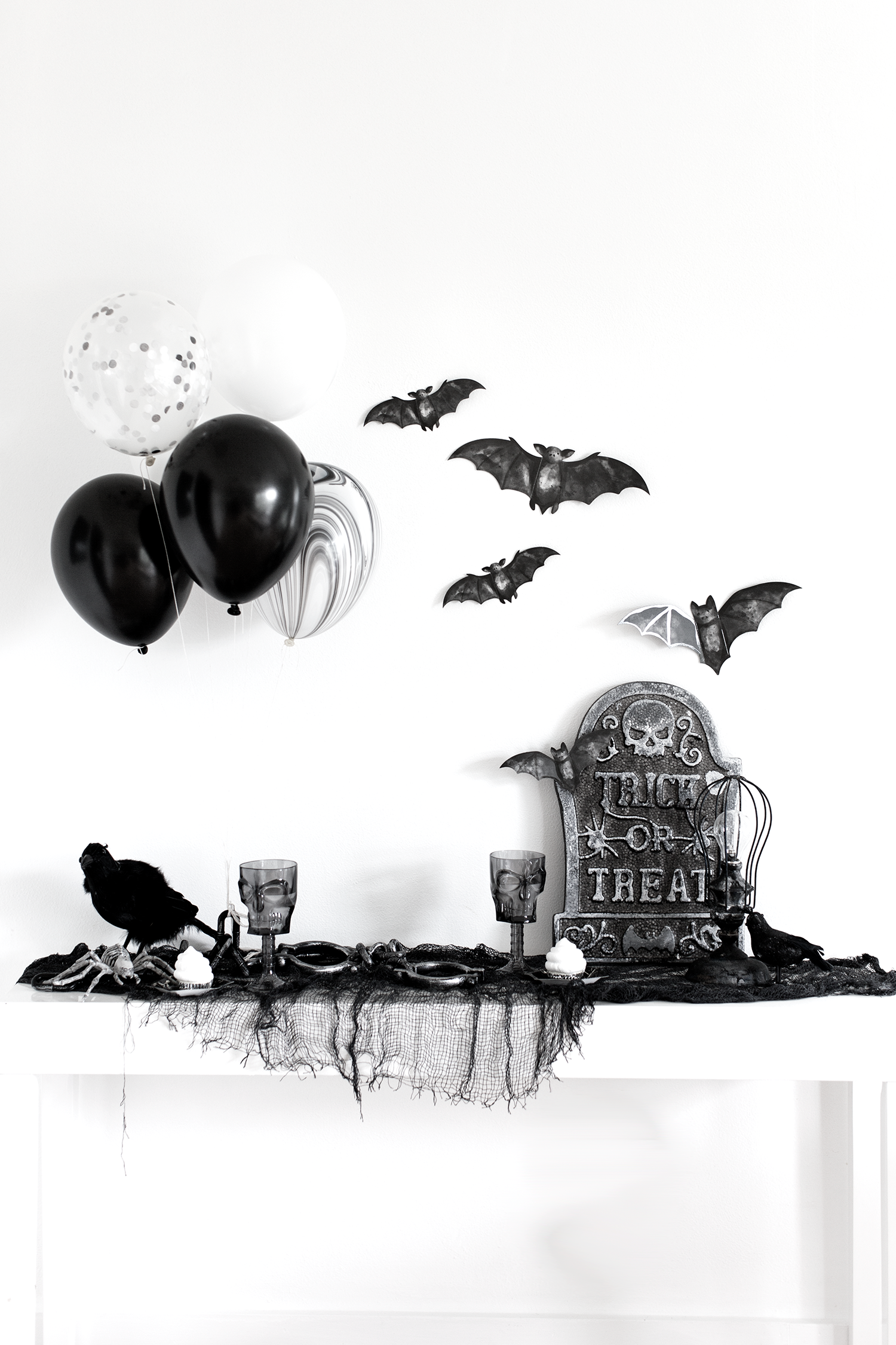 Halloween Party Ideas Black And White Halloween Party White Halloween Party Halloween Table Decorations Halloween Party