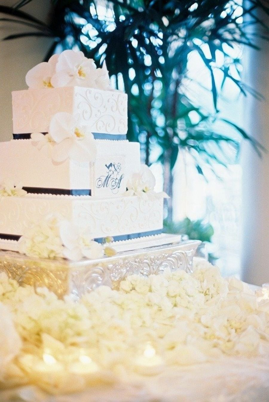 Wedding Cakes We Adore. To see more: http://www.modwedding.com/2014/01/03/wedding-cakes-we-adore/ #wedding #weddings #weddingcake #weddingcakes #cakes