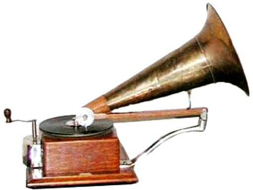 Ultra Exclusive picture of vintage  cylinder phonograph which was used in painting made by british artist Francis Barraud and later beacame Trade Mark of RCA VICTOR /HMV. ~~~~Exlusively Your's Rudresh (Read Comment for deatails )
