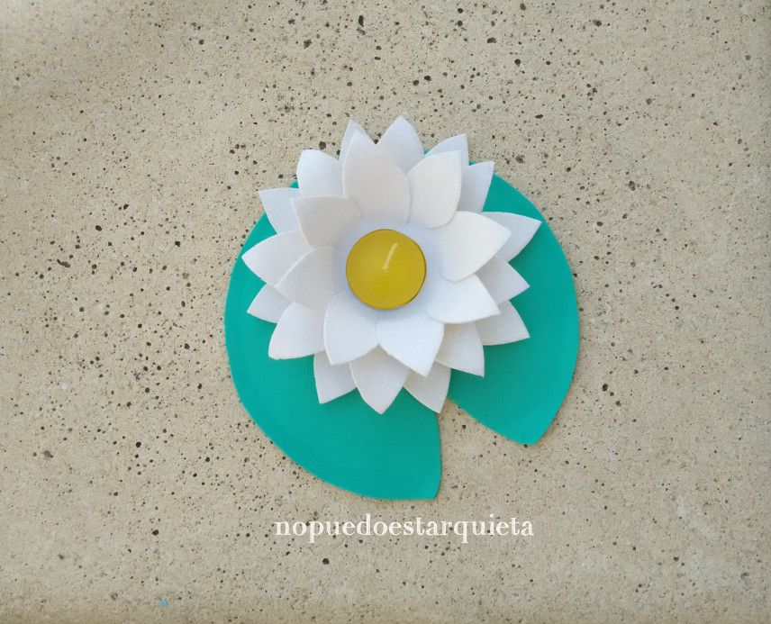 a45e26b77b1 Cómo hacer nenúfares para la decoración de la piscina con goma EVA ...