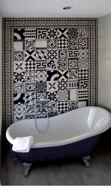 carreaux de ciment noir et blanc salle de bain var dco. Black Bedroom Furniture Sets. Home Design Ideas