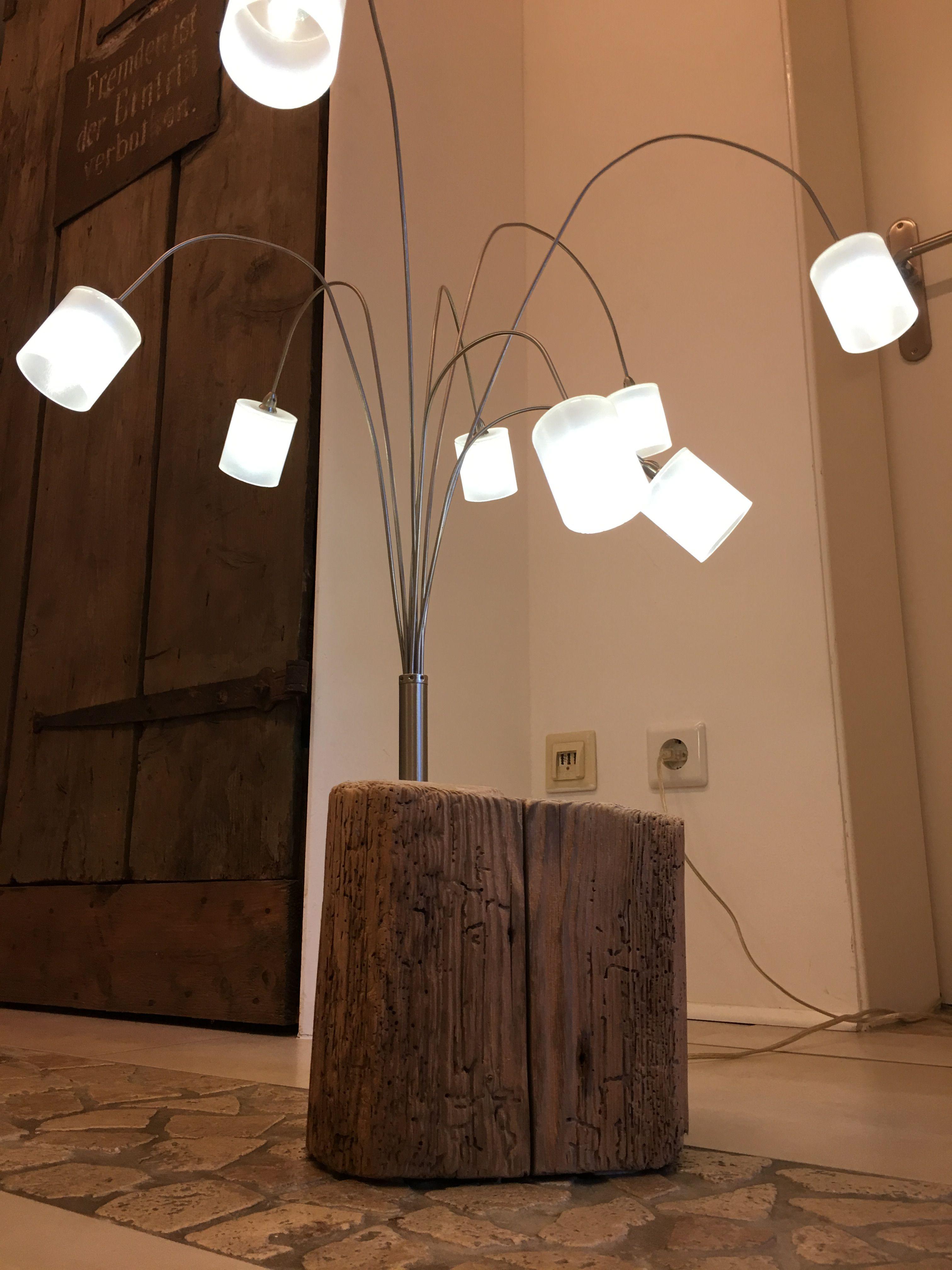 GroBartig LED Tisch Leuchte Mit 8 Beweglichen Edelstahl Lampen Und Milchglas  Lampenschirm Mit Fuß Aus Altholz