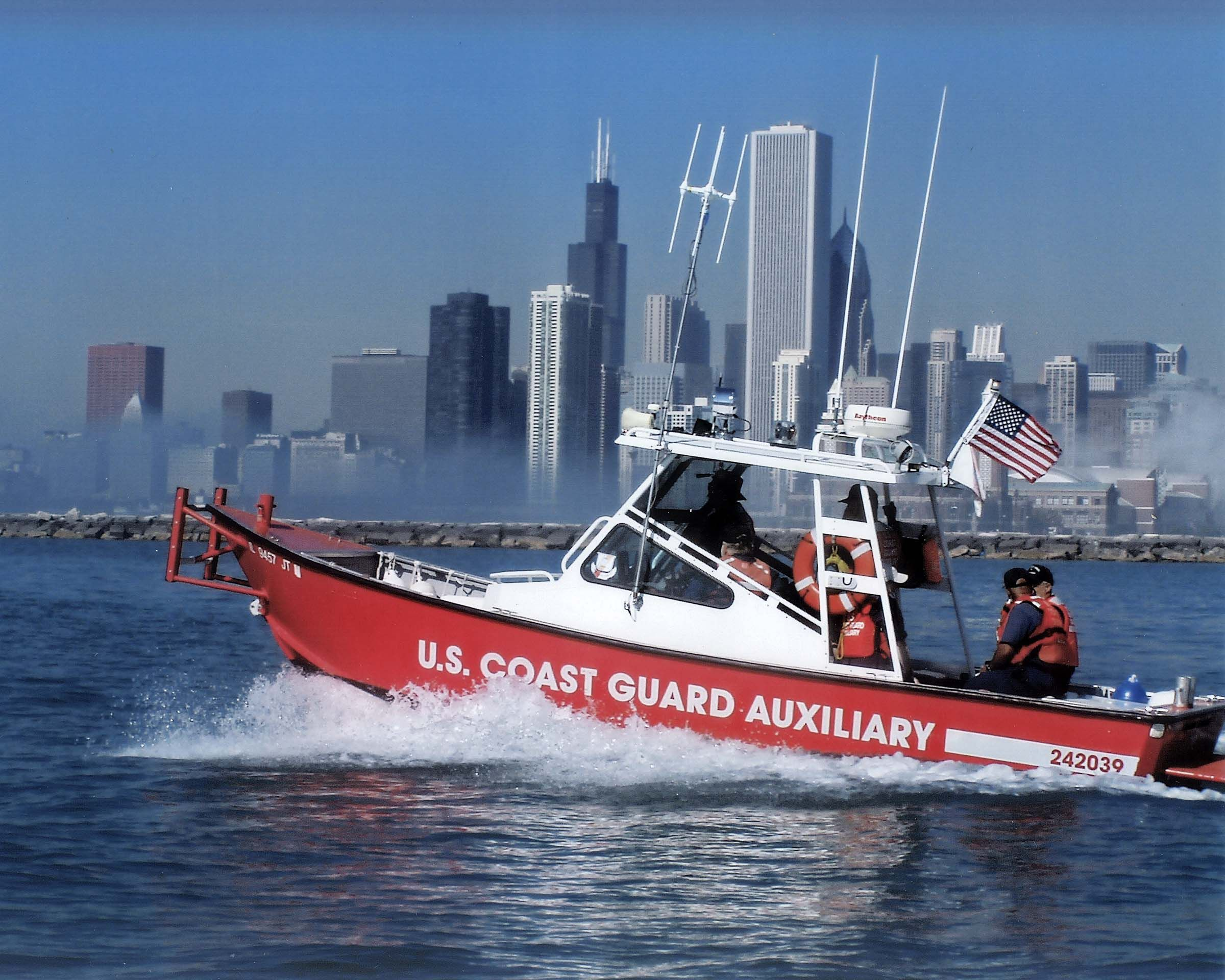 Auxiliary Vessel On Chicago S Waterfront Coast Guard Coast Guard Auxiliary Us Coast Guard
