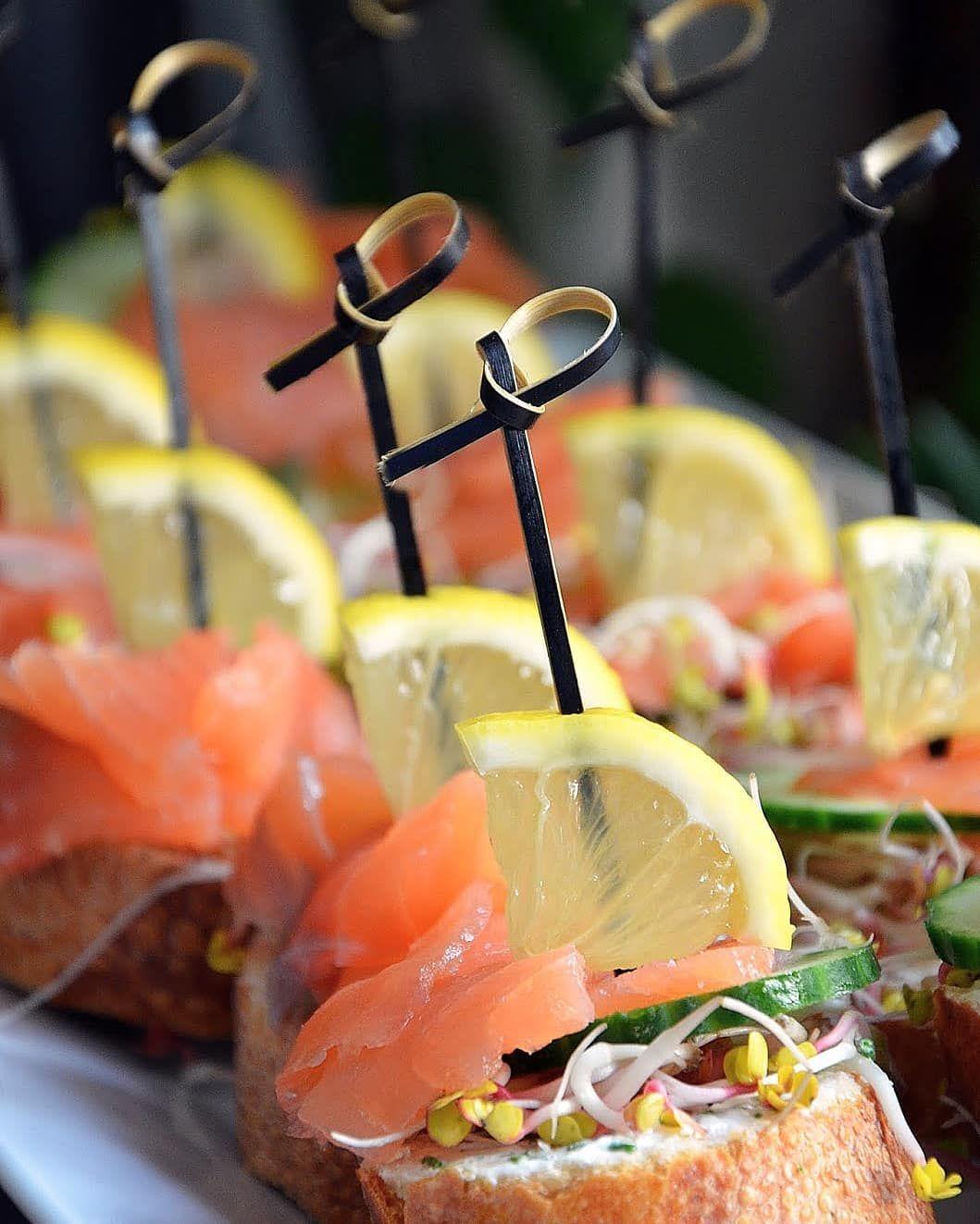 #minikanapeczki #cytrynka #łosoś #salmon #bagietka #fingerfood #najedenkęs #zapraszamydostolu #catering #milanowek #pornfood #foodporn #photooftheday #instafood #pyszne #pyszka #imprezarodzinna #party #birthdayparty #party #happy #happybirthday