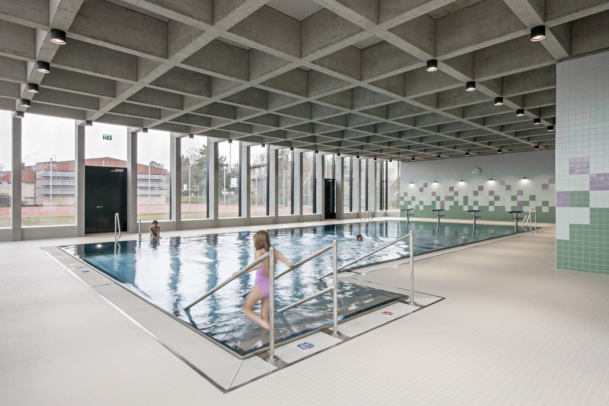 Im Berg - Schwimmbad In Erlenbach Bei Zürich 15 Sport Schwimmbad Designs