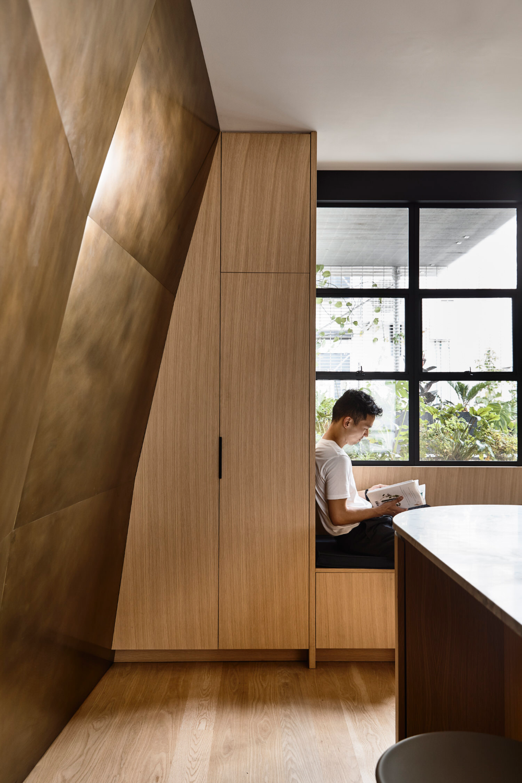 Warehouse Apartment Refurbishment by Rob Kennon Architects