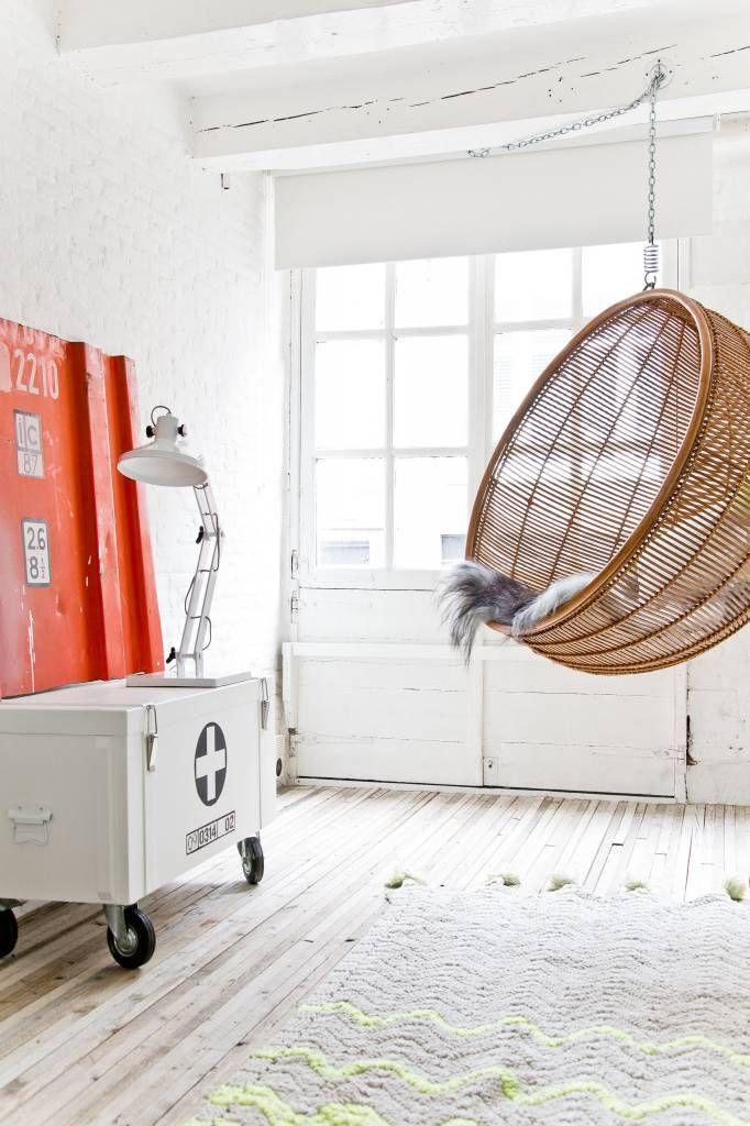 Hangstoel in de woonkamer | Pieces | Pinterest | Interiors, Storage ...