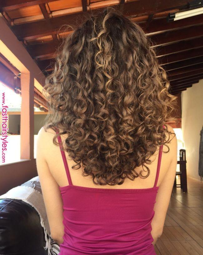Cacheadaluzes | Geschweifte | Pinterest | Lockige Frisuren, Lockige Haarpflege und ... #layeredcurlyhair