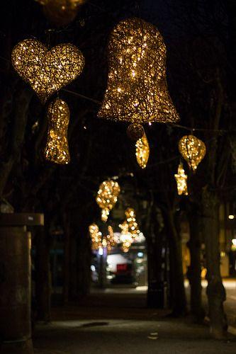 En güzel dekorasyon paylaşımları için Kadinika.com #kadinika #dekorasyon #decoration #woman #women Christmas decorations in the city