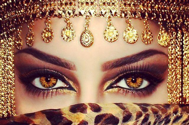 تعرفوا على العمانية صاحبة أجمل عيون في العالم Halloween Face Makeup Interesting Things Beauty